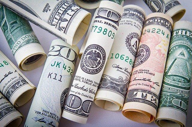pieniadze dolary w gotowce