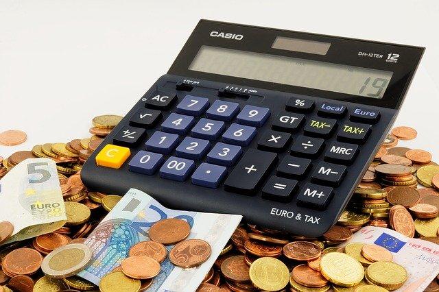 pieniadze i kalkulator