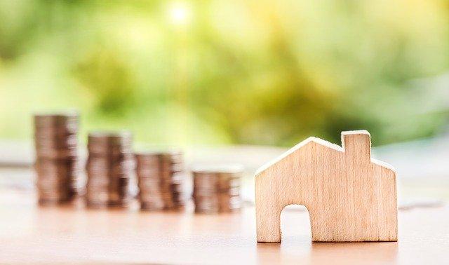 drewniany dom i pieniadze